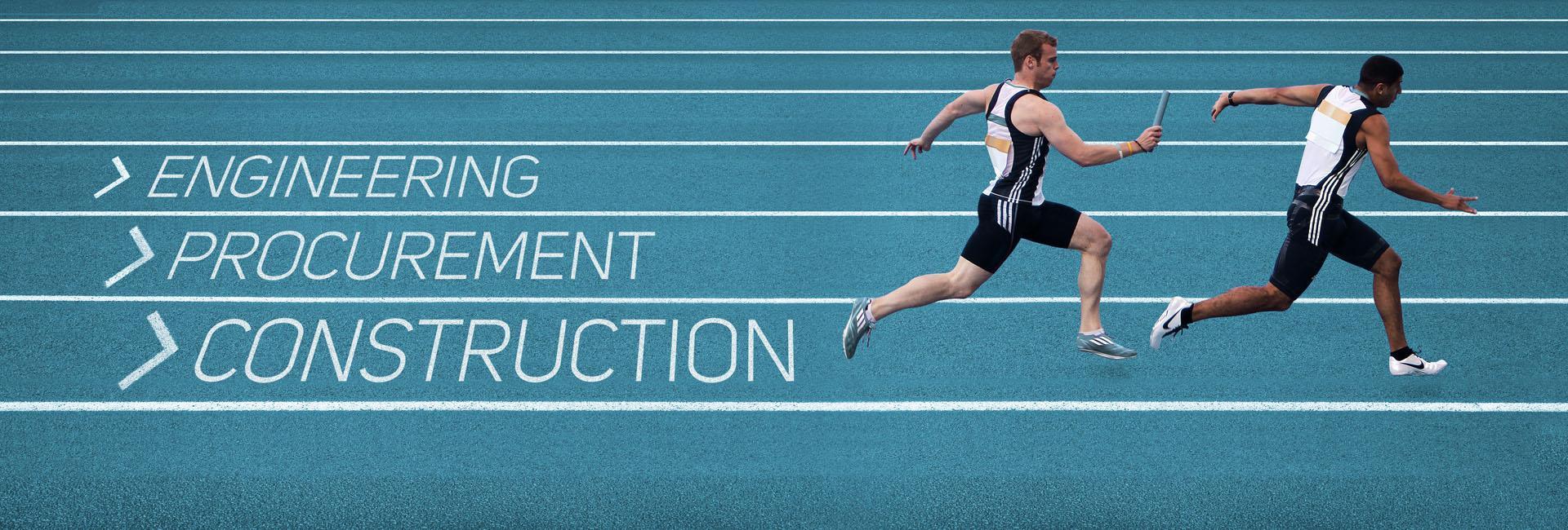 En stafettløper gir fra seg pinnen til nestemann. Teksten «> Engineering >Procurement > Construction» står skrevet i hver sin løpsbane